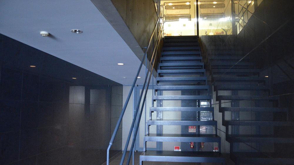 2階に上がって正面がアウルです